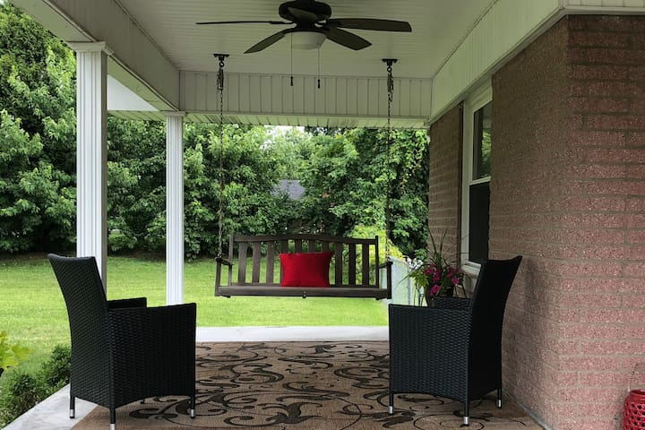 Family Retreat♦︎3BR/2BA♦︎Sleeps 10♦︎7 Min. to Knox