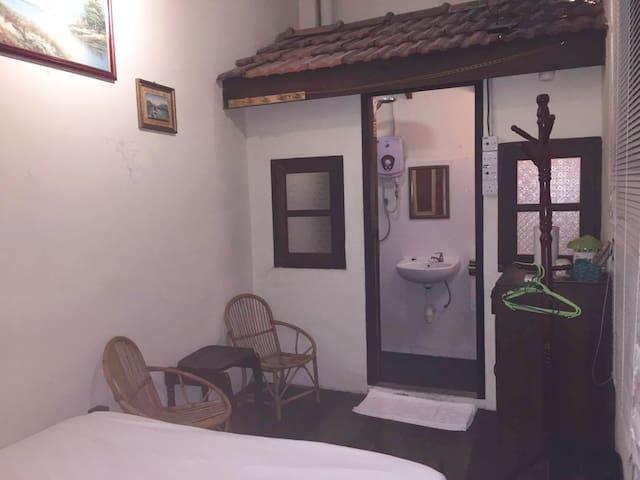 Georgetown, Double Room (GF) c/w Bathroom