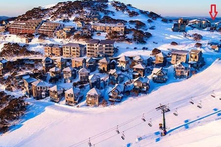Mt Hotham Ski out studio apartment w/ heated pool