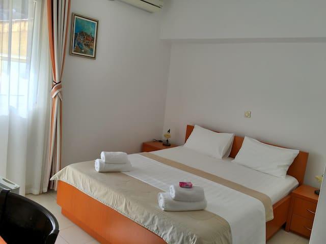 Private room 3 min walk to beach - Sveti Stefan
