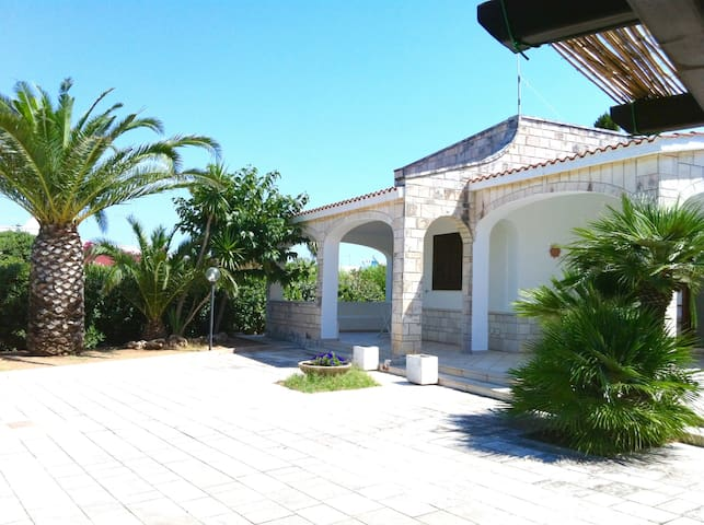 Villa Fontanelle, gepflegte Ferienvilla nur etwa 450 m vom Meer