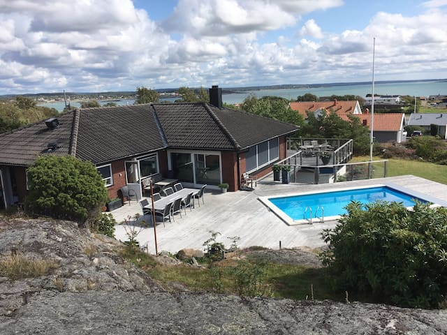 Fantastiskt hus vid havet med pool
