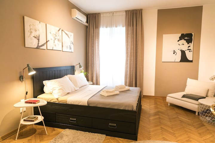 "Double Room ""Beige"" in Treviso TERZOPIANO B&B"