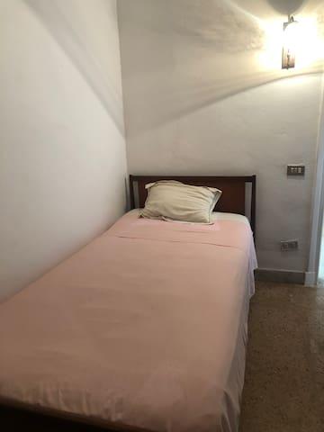 Chambre avec lit simple - rdc