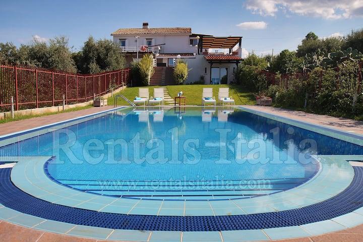 Villa Gioiosa - Large Luxury Villa PRIVATE POOL