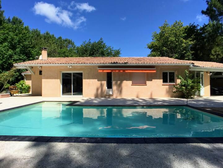 Villa avec piscine chauffée et jacuzzi