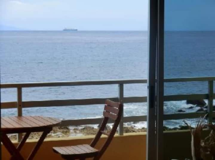 Apartamento en primera línea de mar. No turístico