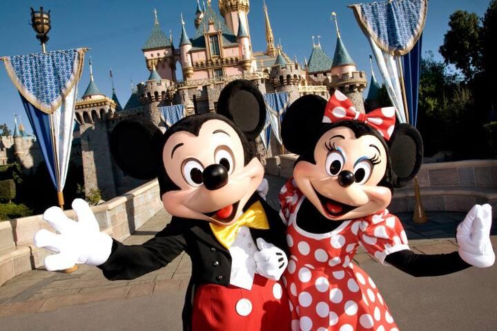 Great Anaheim 2 BDR for 6; Close 2 Disneyland!
