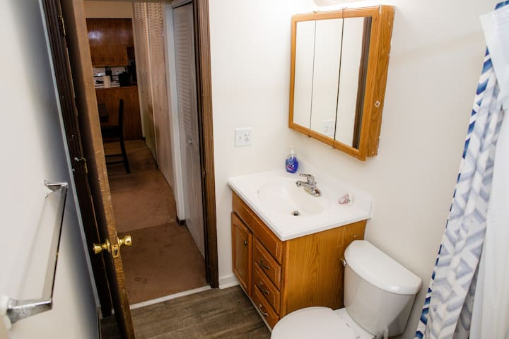 98-4 Private 1br unit overlooking creek (Smoker Friendly)