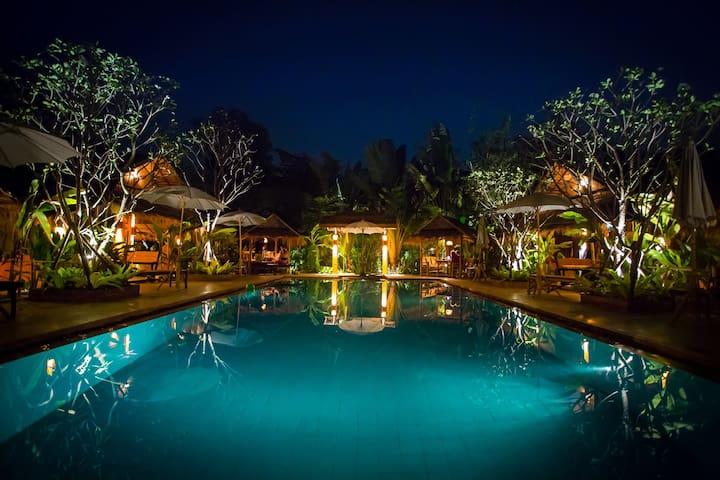 Enchanted Garden Bungalow 4-Two Salt Water Pools