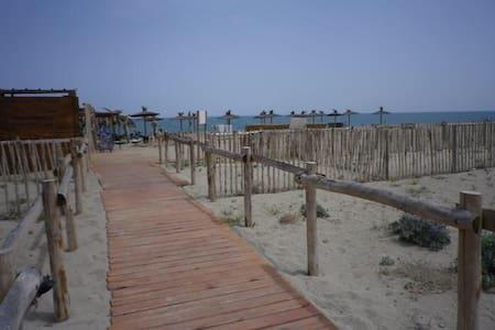 Villa front de mer dans résidence avec piscine