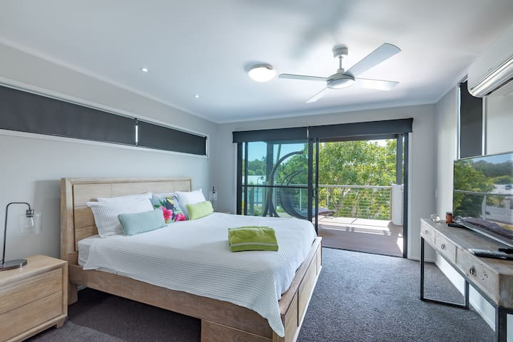 The master suite has a king size bed, air-conditioning, private deck, smartTV, and large ensuite with dual basins, toilet, shower & spa bath. The swing on the balcony is perfect for  reading. Block out blinds protect you from early  sunrises.
