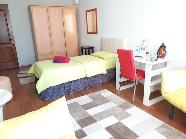 LARGE CLEAN QUIET ROOM CLOSE TO SISLI METRO