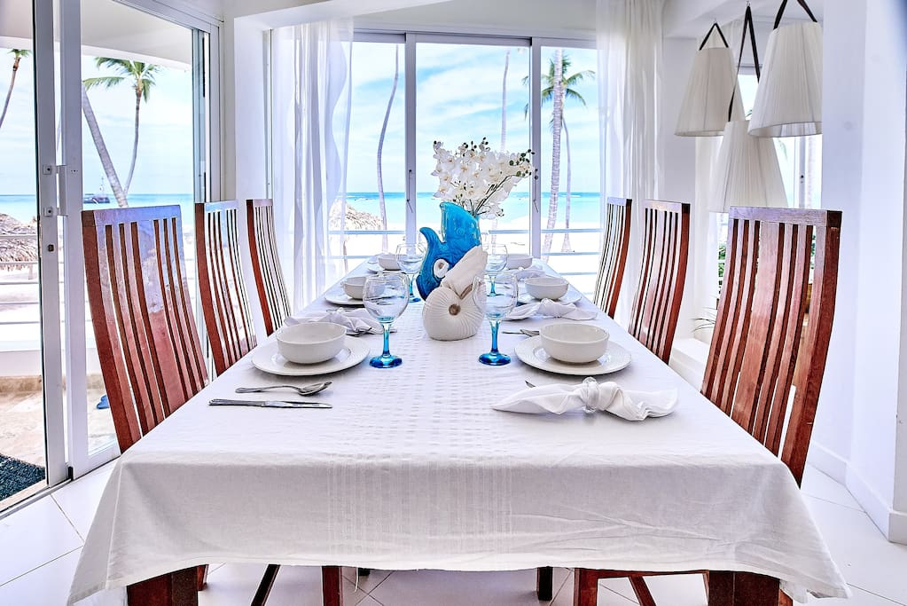 What about a lunch in this luxuriously furnished dining room?