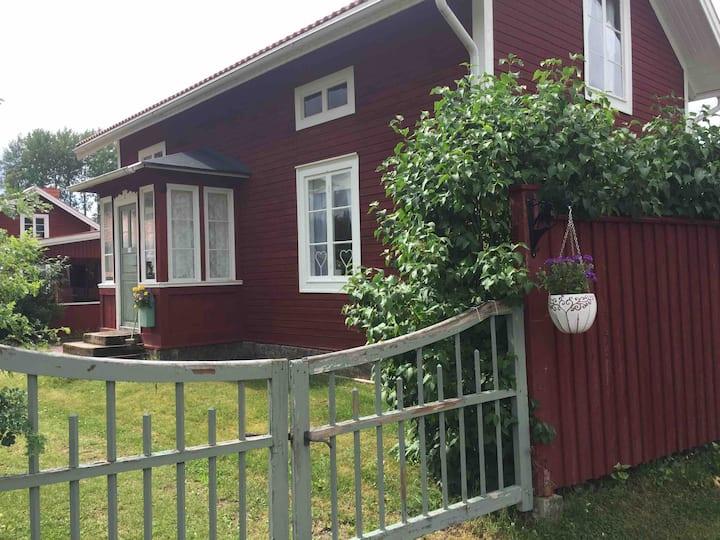 Hagens Bed & Box. Trivsam liten stuga i Dala-Floda