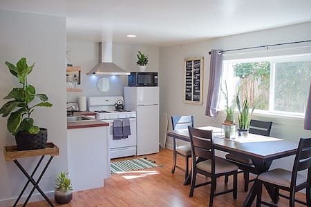 Relaxed + Modern Private Arcata Guest House