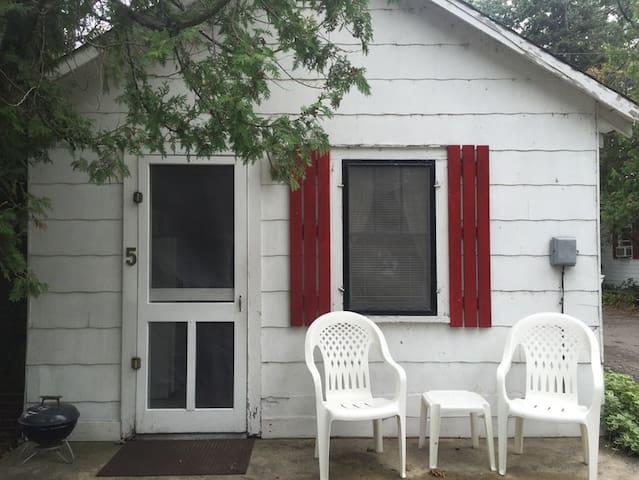 Cottage # 5 - Near downtown on West Bay - Traverse City - Cabaña
