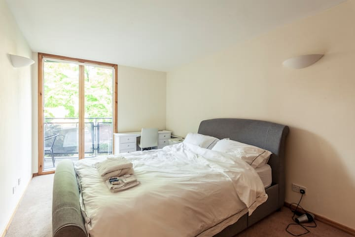 Large, Bright One Bed Flat in Zone 1. Free Wine! - Londres - Pis