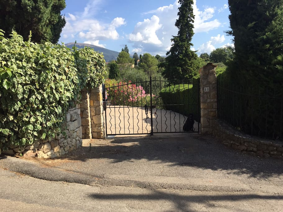 Entrance to estate of 5000M2