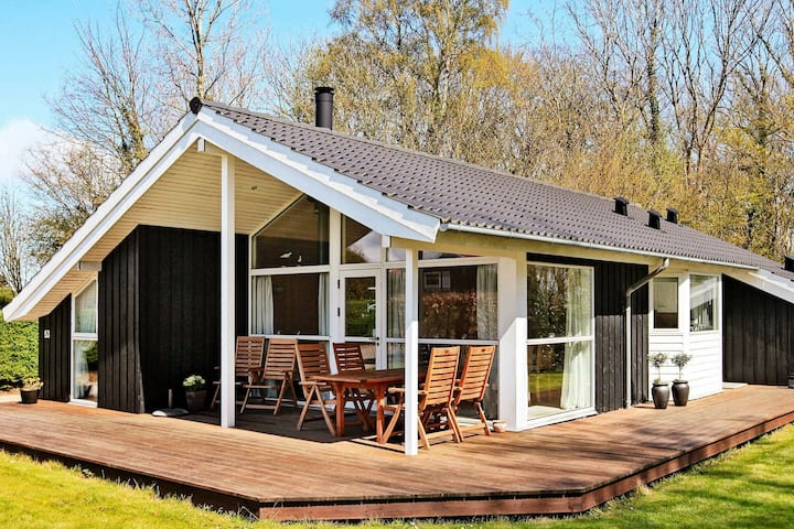 Gorgeous Holiday Home in Frørup with Whirlpool
