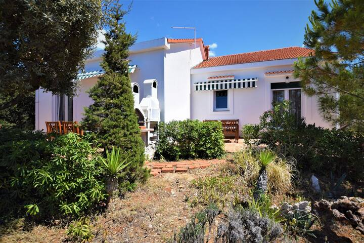 Not detached home with a private terrace in a quiet area,350 m from the sea