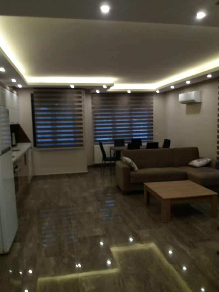 Шикарная новая большая квартира 1+1  100м до моря