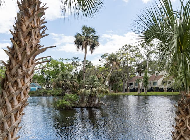 Spacious Lagoon View - 2 BR Townhome