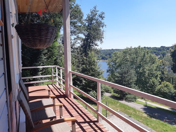 Lake view lodge  2 bedrooms  ensuite  Great views.