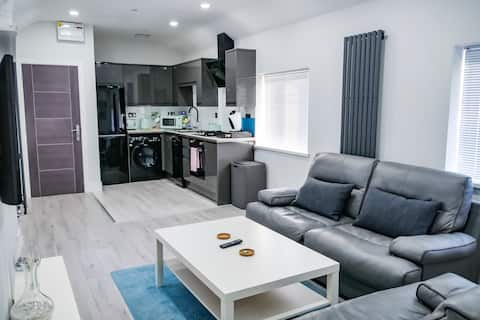 Modern and luxurious  apartment near city centre