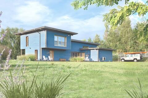 Blue Lakehouse for 8 p. (sauna, kayak, bikes, SUP)