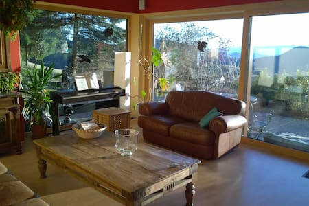 Spacious mountain retreat with spectacular views - Windhof - Rumah