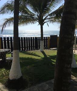 Beach House en Sipacate, El Paraíso del Surf - Sipacate - บ้าน