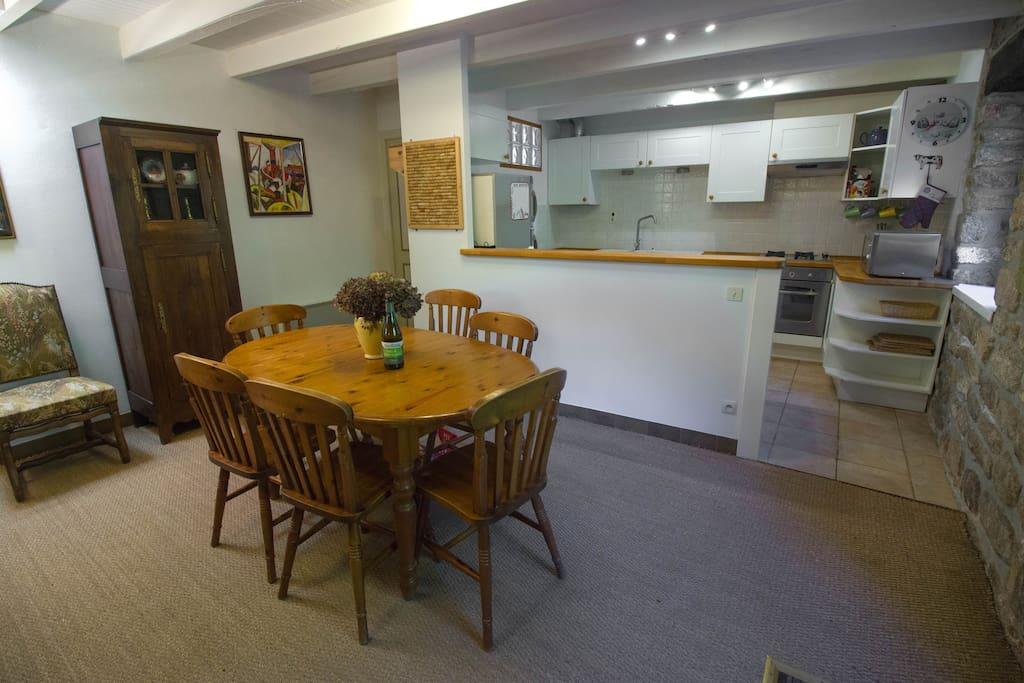 Le Four dining area