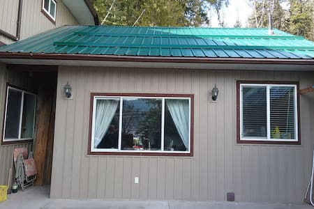 Shuswap lake, Magna Bay area self contained suite