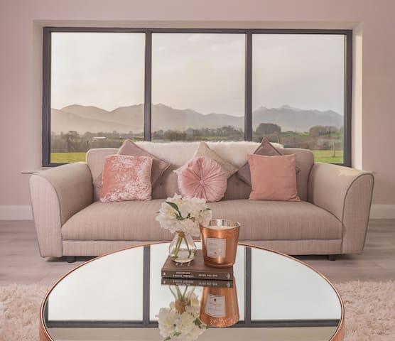 Stunning 5 Bedroom Holiday Home Killarney