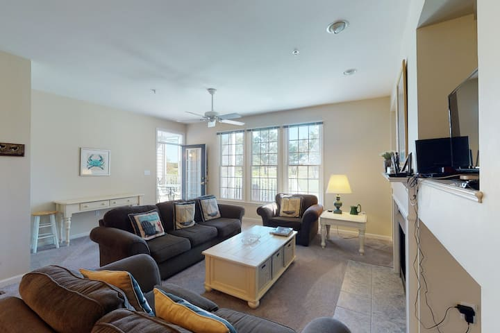 Bear Trap Dunes 1st floor condo w/ golf on-site, fireplace, and shared sauna