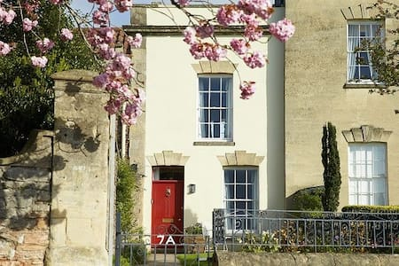 7a Cathedral Green - Wells - House
