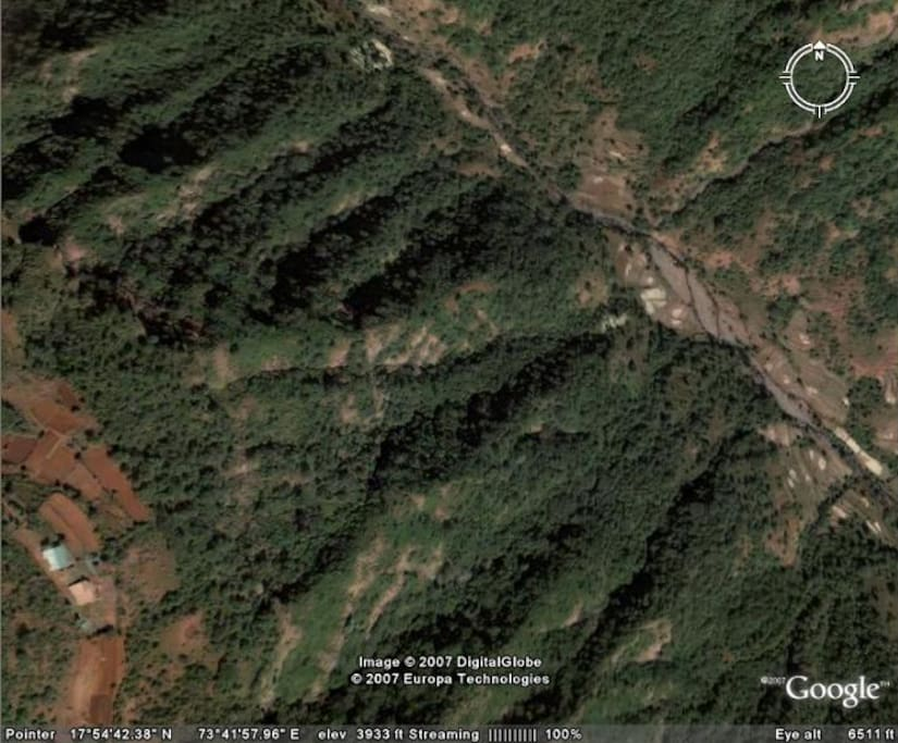 As you can see from this satellite pic- the villa is perched at the edge of the valley with unobstructed views in front.