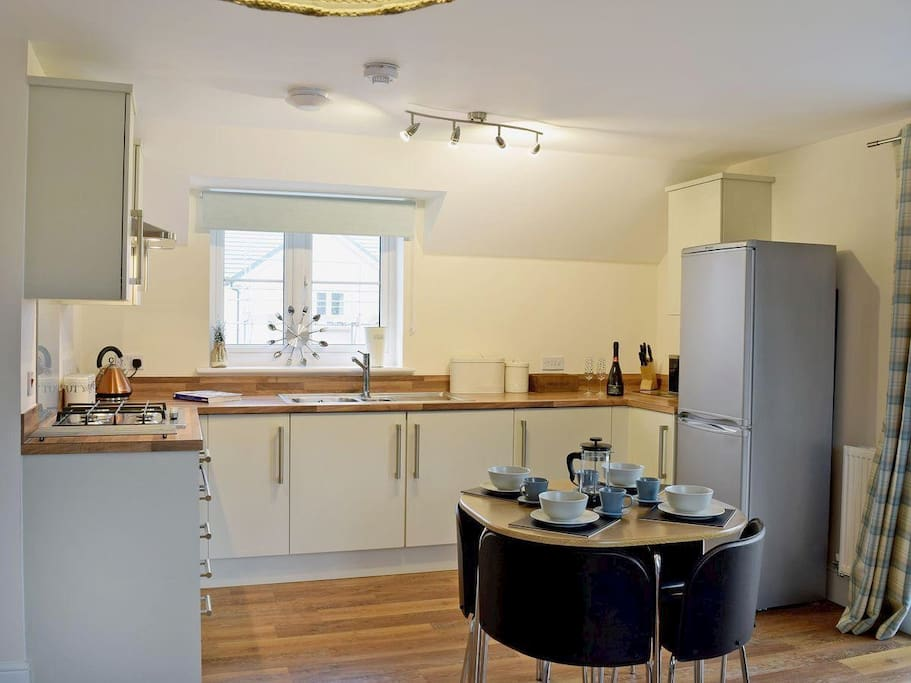 Fully equipped kitchen with washer/tumble dryer