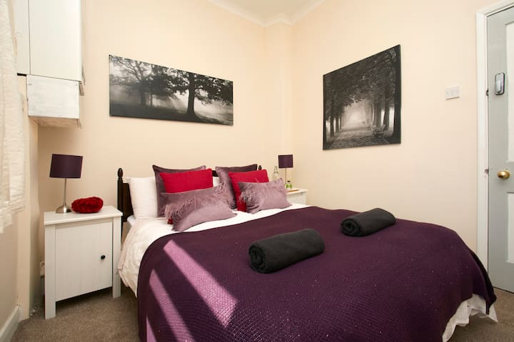 Lovely Room in Central York, 10 mins from station