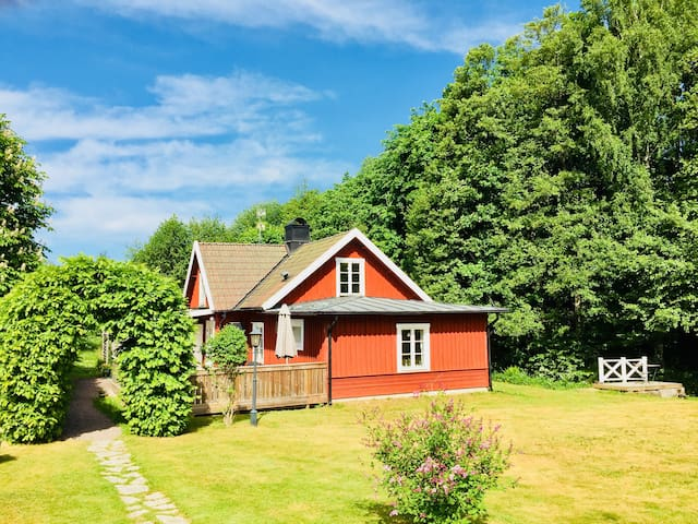 Cottage in beautiful natural scenery in Hjo!