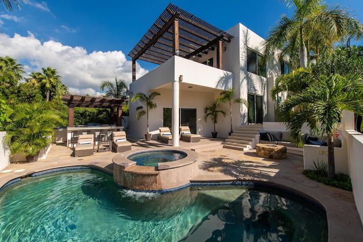 Stylish Villa with Private Pool: Villa Cristina