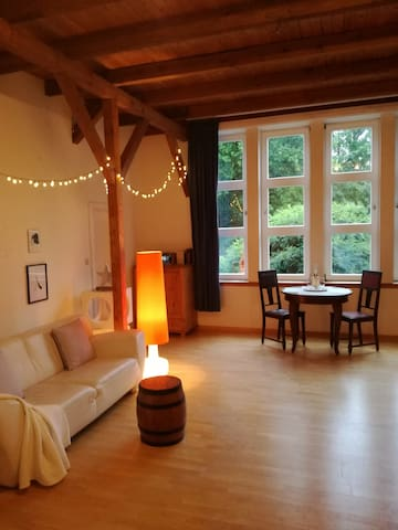 Schöner heller Studio-Raum in ländlicher Umgebung