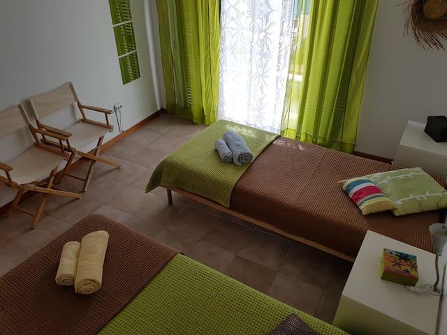 Quarto II - Duas camas (90x200)