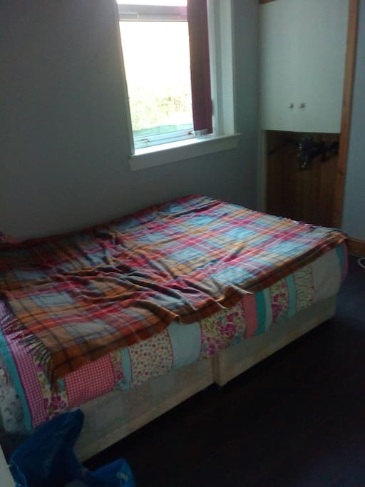 double bed, built-in wardrobe, view on shared garden, desk