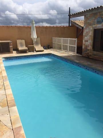 Casa com piscina e churrasqueira em Peruibe - Peruíbe - Casa