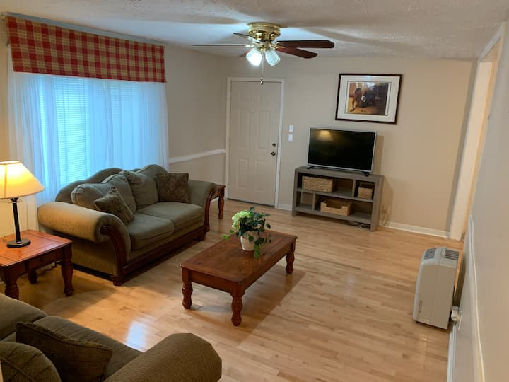 2 Bed 1 Bath and full kitchen in Old town Conyers