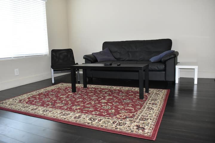 Clean & Close to DT W/D in unit & free parking