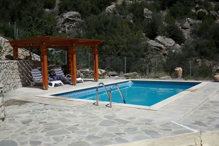 Quiet away from it all villa & pool - kastri. ano viannos