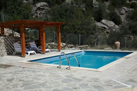 Quiet away from it all villa & pool - kastri. ano viannos - Huvila
